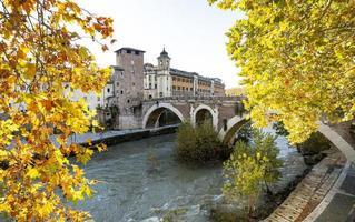 den antika cestio-bron i Rom foto