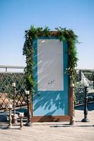inställning för bröllopsdekoration, blå skärm med vitt område för kopieringsutrymme foto