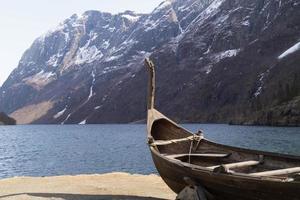 vikingaskepp vid sognefjorden foto