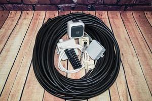 verktygslåda med elektroniskt material och utrustning för installation foto