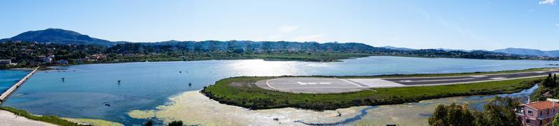 landskap av flygplatsen i Korfu stad foto