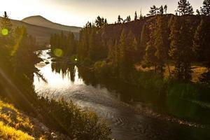 Yellowstone River vid soluppgång nära Yellowstone Park foto