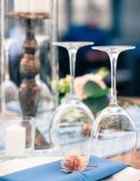 bröllops- eller evenemangsdekorationsbord, sommartid, utomhus foto