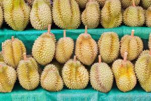 durian, fruktkung, för försäljning i Thailand foto