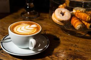 italiensk konstnärlig cappuccino foto