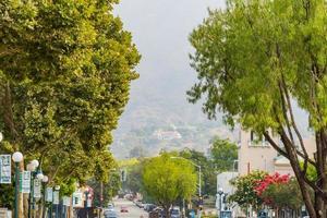 morgonvy över en stadsbild på gatan vid monrovia foto