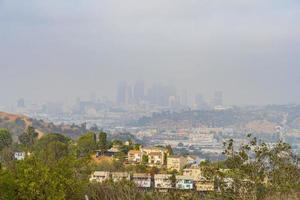 hög vinkel dis på någon bostadshus med skyline foto