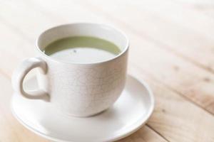 en kopp matcha latte grönt te foto
