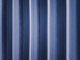 ribbad marinblå ståltak och sidopanelbakgrund. foto