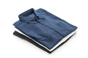 mörkblå skjorta på vit bakgrund foto