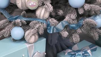 blå och silver juldekorationer foto