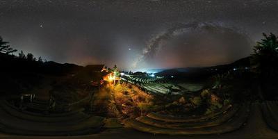 Vintergatan och zodiakens ljus, Ban Bong Piang Chiang Mai, Thailand foto
