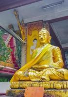 gyllene buddha -staty vid Wat Phra Yai -templet, Koh Samui, Thailand, 2018 foto
