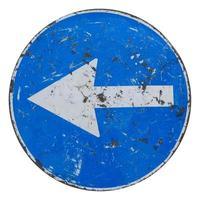 håll vänster skylt isolerat foto
