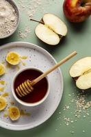 ovanifrån honung äpplen arrangemang foto