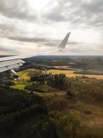 utsikten från flygplanets fönster foto