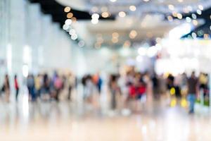 suddig bild bakgrund av människor i utställningen foto