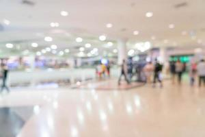 abstrakt oskärpa människor i vackra lyxiga köpcentrum foto