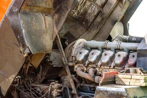 reparation av lastbilens förbränningsmotorcylindrar foto