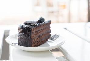 choklad fudge tårta i café foto
