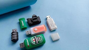 fotominneskort, mus, flashdisk, kamerabatteri foto