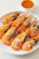 grillade flodräkor eller räkor - skaldjurstil foto