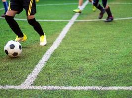 fotbollsspelarna tävlar i grundskolans sportdag foto