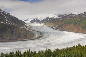 stor sväng i en alpin glaciär foto