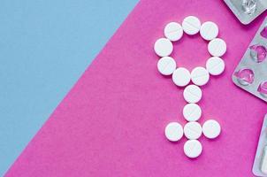 tecken på en kvinna från piller. kön foto