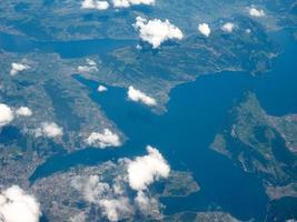 flygfoto över sjön lucerne foto