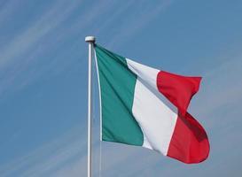 Italiens flagga Italien över blå himmel foto