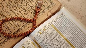 foton av Koranen och bönpärlor, dessa foton