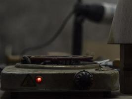 gammal elspis. elektrisk brännare på spisen. foto