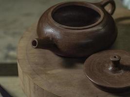 handgjord tekanna och lock från yixing lera foto