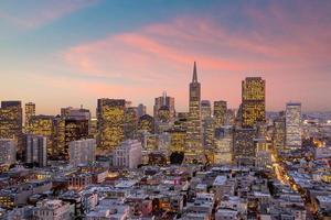 San Francisco centrum vid solnedgången. foto