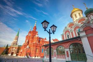 historiska byggnader vid Röda torget i Moskva foto