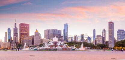 panorama över chicagos skyline med skyskrapor vid solnedgången foto