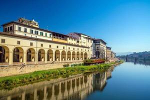 Florens stad och floden Arno i Toscana foto