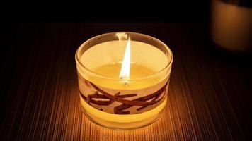 brinnande doftljus i glas foto