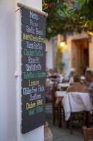 handskriven meny i italiensk restaurang foto