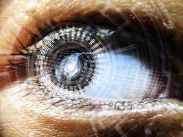 ett öga som lyser skarpt av strålning foto