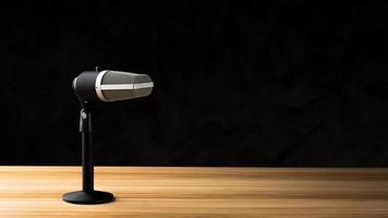 mikrofon för ljudinspelning eller podcast -koncept foto