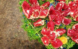 röd saftig och helati frukt granatäpple foto