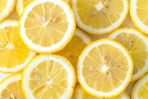 samling färska gula citronskivor foto