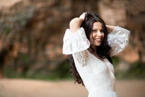 närbild porträtt av en sensuell ganska ung kvinna ansikte foto