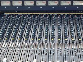 analog soundboard mixer foto