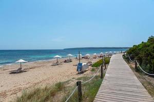 migjorn -stranden i formentera i Spanien under tider av covid 19 foto