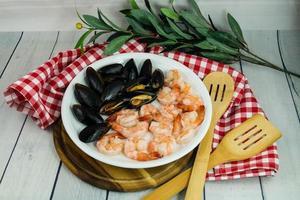 musslor och räkor älskade skaldjur foto