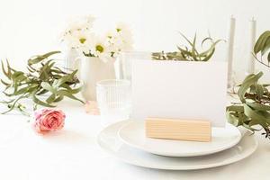 håna bords tält, meny eller stå för häfte på restaurangbord foto