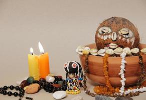 ockult altare för voodoo -ritual. shamanism foto